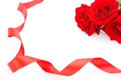 Ramalhete de rosas vermelhas com beira da fita Imagem de Stock Royalty Free