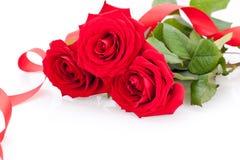 Ramalhete de rosas vermelhas com beira da fita Foto de Stock