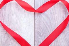 Ramalhete de rosas vermelhas com beira da fita Imagem de Stock