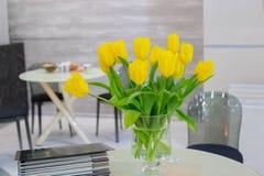 Ramalhete de tulipas amarelas imagem de stock
