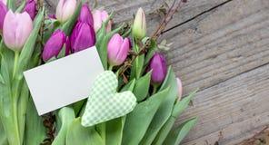Ramalhete de tulipas cor-de-rosa e violetas Foto de Stock