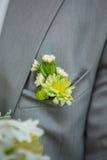Ramalhete de Wwedding na mão do noivo Fotos de Stock