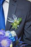 Ramalhete de Wwedding na mão do noivo Fotos de Stock Royalty Free