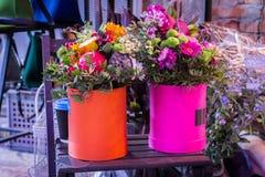 Ramalhete decorativo dos wildflowers decor interior Um ramalhete do fruto fotografia de stock royalty free