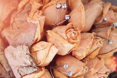 Ramalhete do casamento da noiva das rosas brancas, rosas brancas cor-de-rosa, herbário das flores foto de stock royalty free