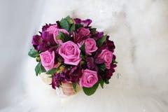 Ramalhete do casamento das rosas imagem de stock
