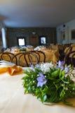 Ramalhete do casamento na flor do chalé da tabela Fotografia de Stock