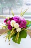 Ramalhete dos crisântemos brancos e cor-de-rosa Foto de Stock Royalty Free