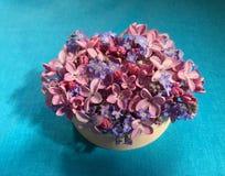 Ramalhete dos lilás e dos miosótis Fotos de Stock