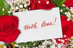 Ramalhete e cartão das rosas fotografia de stock