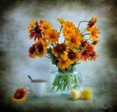 Ramalhete e velas do verão Foto de Stock Royalty Free