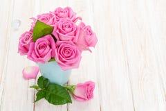 Ramalhete fresco das rosas do rosa de jardim da mola fotografia de stock royalty free