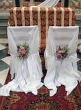 Ramalhete misturado do casamento das flores na tampa da cadeira Fotografia de Stock