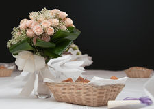 Ramalhete na tabela Imagens de Stock Royalty Free
