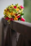 Ramalhete nupcial colorido dia do casamento, acessórios da noiva Fotografia de Stock Royalty Free