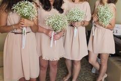 Ramalhete nupcial das flores e das noivas do casamento imagens de stock royalty free