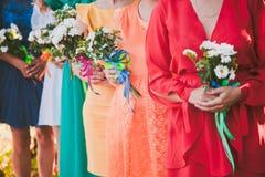 Ramalhete nupcial das flores e das noivas do casamento foto de stock royalty free