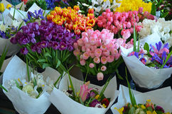 Ramalhetes coloridos para a venda no mercado da flor Foto de Stock Royalty Free