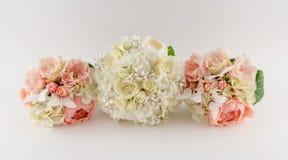Ramalhetes das damas de honra com ramalhete das noivas Foto de Stock Royalty Free