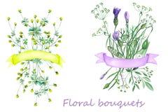 Ramalhetes dos wildflowers com fitas Fotos de Stock