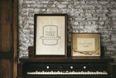 Ramar för designutrymmefoto vid pianot Royaltyfria Bilder