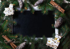 Ramas de árbol de la tarjeta del Año Nuevo con los juguetes y el marco Foto de archivo