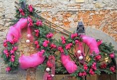 Ramas de la Navidad con las cintas rosadas Fotografía de archivo