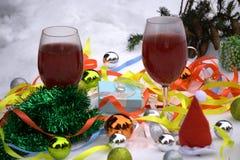 Ramas de las decoraciones de la Navidad, de los conos del pino, de la nieve, del caramelo y del abeto foto de archivo