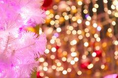 Ramas del árbol de navidad y de las luces coloreadas Imágenes de archivo libres de regalías