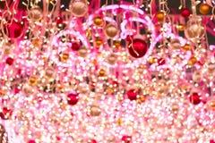 Ramas del árbol de navidad y de las luces coloreadas Imagenes de archivo