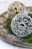 Ramas del abeto y la decoración del Año Nuevo Fotos de archivo