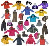 Ramassage d'enfants \ 'vêtement de l'hiver de s Photo libre de droits