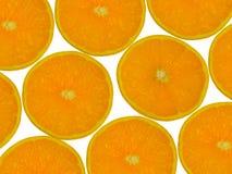 Ramassage d'oranges coupées en tranches. D'isolement sur le blanc. Images stock