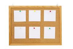 Ramassage de divers papiers de note sur le panneau de liège Images stock