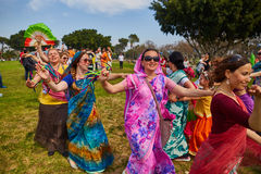 Ramat Gan - 15 Απριλίου 2017: Οι ευτυχείς άνθρωποι χορεύουν στο πάρκο κατά τη διάρκεια Στοκ Εικόνα