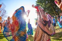 Ramat Gan - 15 Απριλίου 2017: Οι ευτυχείς άνθρωποι χορεύουν στο πάρκο κατά τη διάρκεια Στοκ Φωτογραφίες