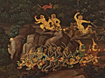 Ramayana malowidła ściennego obrazy, obcy bitwa bóg i chimera na ścianach królewiątko pałac Bangkok, Tajlandia Obraz Stock