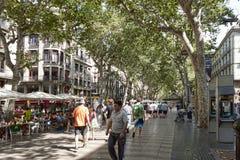 Rambla - μια για τους πεζούς οδός στο κέντρο της Βαρκελώνης στοκ εικόνες