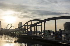 Rambla De mars - Barcelone - pont de marche dans la marina Photographie stock