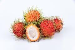 Ramboutan frais : fruit délicieux doux de ramboutan sur le backgro blanc Photographie stock