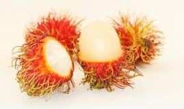 Rambutan auf weißem Hintergrund Stockbild