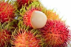 Rambutan fresco su fondo bianco fotografie stock