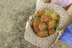 Rambutan fresco su fondo di legno Immagini Stock Libere da Diritti