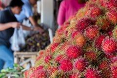 Rambutan i marknad för ny frukt royaltyfria bilder