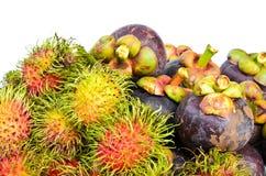 Rambutan och mangosteen isilated på vit bakgrund Fotografering för Bildbyråer