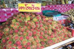 Rambutan para la venta en Chantaburi Tailandia foto de archivo