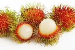 Rambutanfrüchte auf Weiß Stockbilder