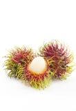 Rambutanfrucht auf weißem Hintergrund Lizenzfreie Stockfotos