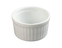 Ramekin di ceramica isolato con il percorso di residuo della potatura meccanica Fotografie Stock