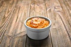 Ramekin z smakowitym marchwianym souffle zdjęcia stock